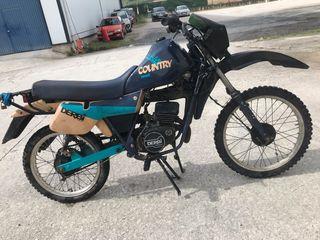Moto clásica Derbi country