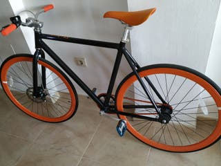 bicicleta fixker naranja negro