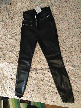 pantalon negro polipiel zara