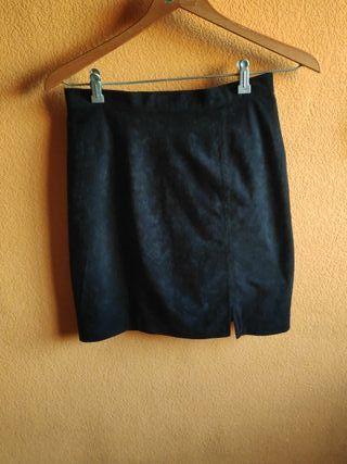 Falda negra de ante