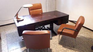 Mesa y sillas despacho oficina