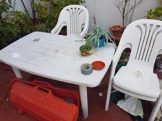 mesa y sillas para terraza o jardin.
