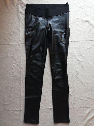 Pantalón elástico de cuero, Zara