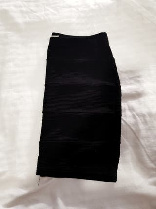 Falda básica negra