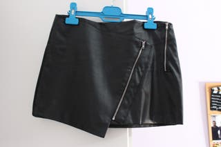 Falda negra con cremalleras