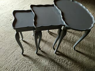 Juego tres mesas madera maciza pintada
