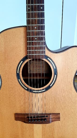 Guitarra acústica Alvarez
