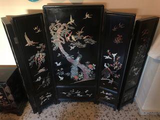 Biombo chino y mueble