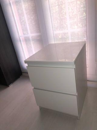 Mesita de noche MALM de Ikea