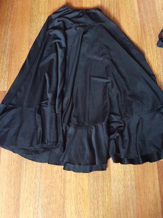 Falda negra de flamenca