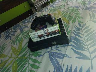 Xbox 360 + 5 juegos + Cables + 1 mando