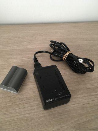 Batería y cargador para cámara fotográfica