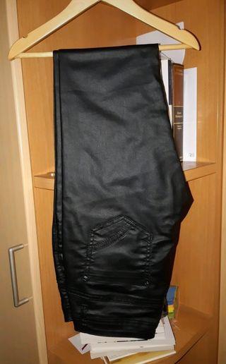 Pantalones negros tipo cuero