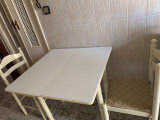 Mesa de cocina con 2 sillas