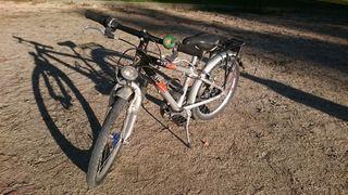 """bicicleta KTM, niño de 20""""."""