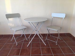 Mesa y sillas de jardín/terraza.