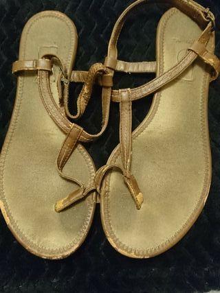 Sandalias marrones