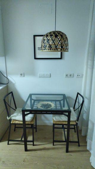 Mesa cocina con dos sillas