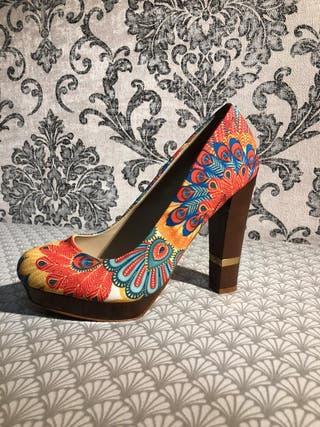 Zapatos tacón estampado
