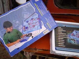 antiguo juego didáctico monta una radio