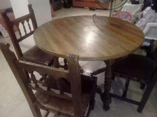 mesa,y sillas de madera