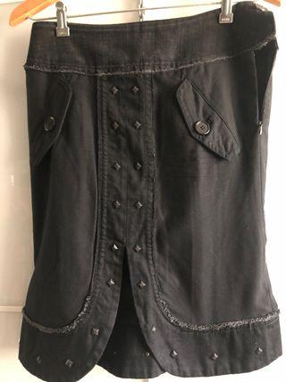 Falda negra de diseño