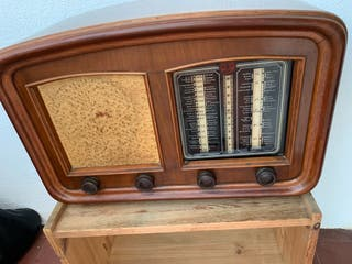 Preciosa Radio antigua de madera marca Gol Bart