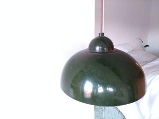 Lámpara vintage de polea verde botella.