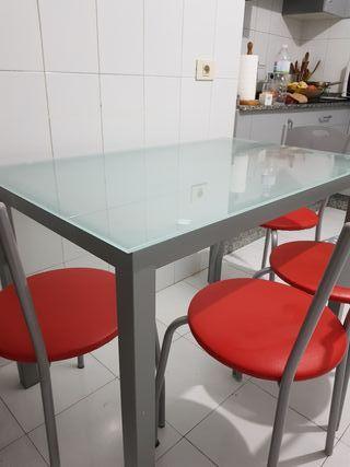 mesa y sillas cocina