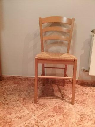 4 sillas de madera de haya muy comodas.
