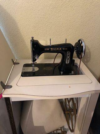 Maquina de coser clásica marca Sigma