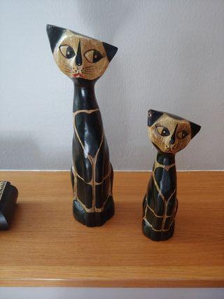 Gatos de madera. Decoración