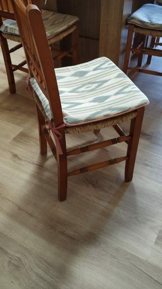 6 sillas de madera y anea con cojines