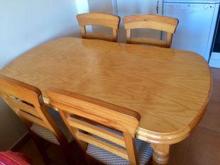 Mesa extensible de madera + 4 sillas