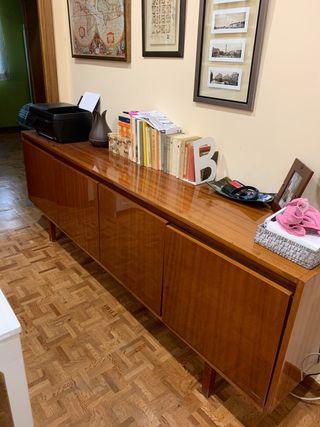 Aparador salón o entrada madera clásica