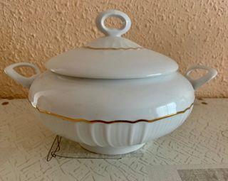Sopera porcelana marca Irabia