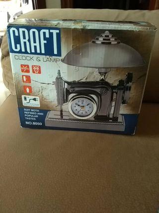 Reloj-lámpara con forma de máquina de coser