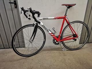 Bicicleta de carretera con horquilla de carbono