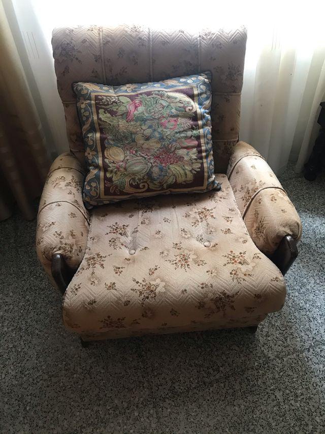 Sofa de tres plazas y dos sillones
