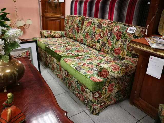 Sofá de tres plazas