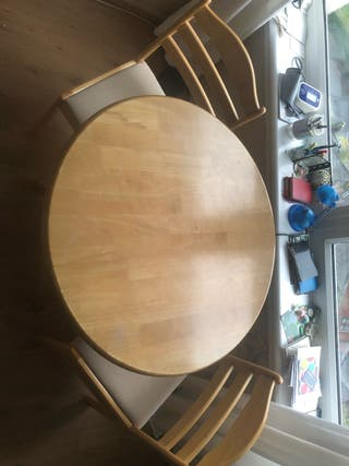Dining room table and chairs (urgent)