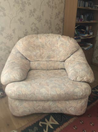 Armchair and sofa set (urgent leaving on Tuesday)