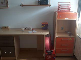escritorio y mueble cajonera