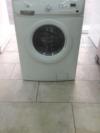 lavadora con secadora marca electrolux 7/4