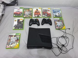 Xbox 360 con juegos, 2 mandos y baterías p