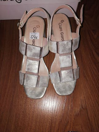 Sandalias gris perla