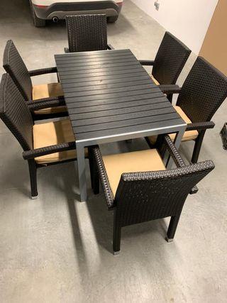 Mesa y 6 sillas exterior