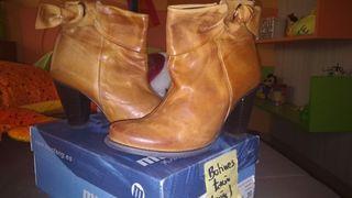 Botines de auténtica piel con tacón color marrón