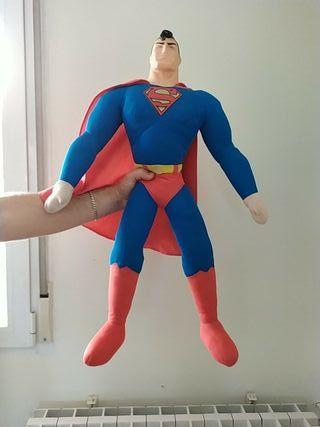 muñeco gigante Superman