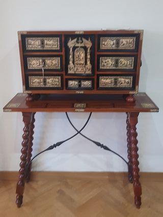 mueble bargueño con mesa auxiliar